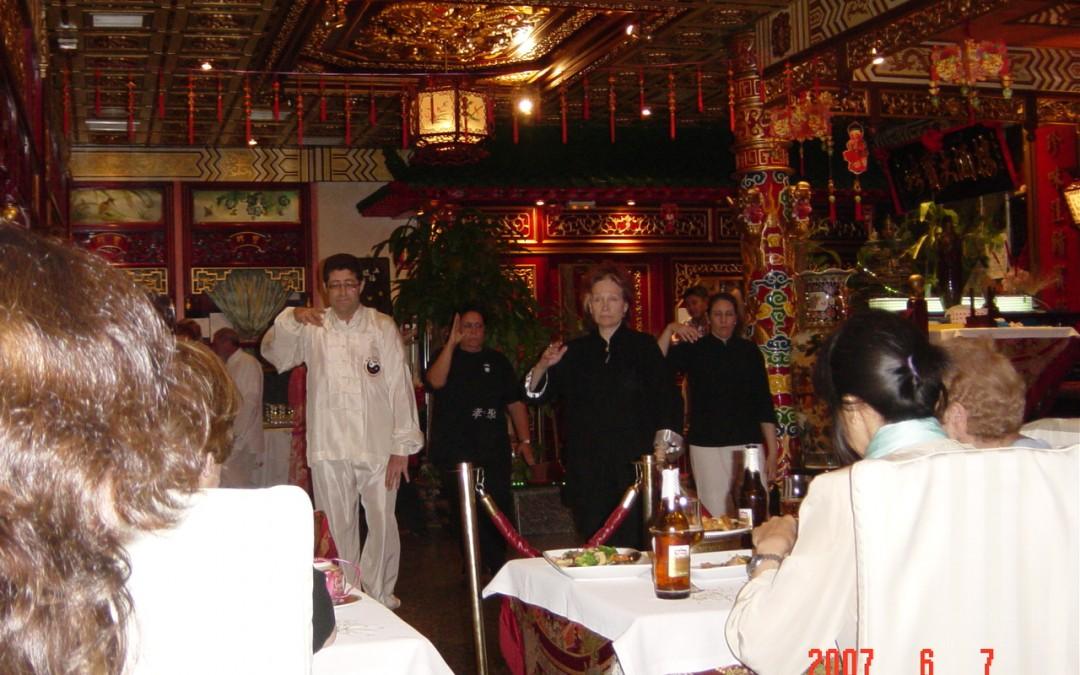 Restaurante Donbom Angel Fernández de Castro y Ana Zaragoza Actuando