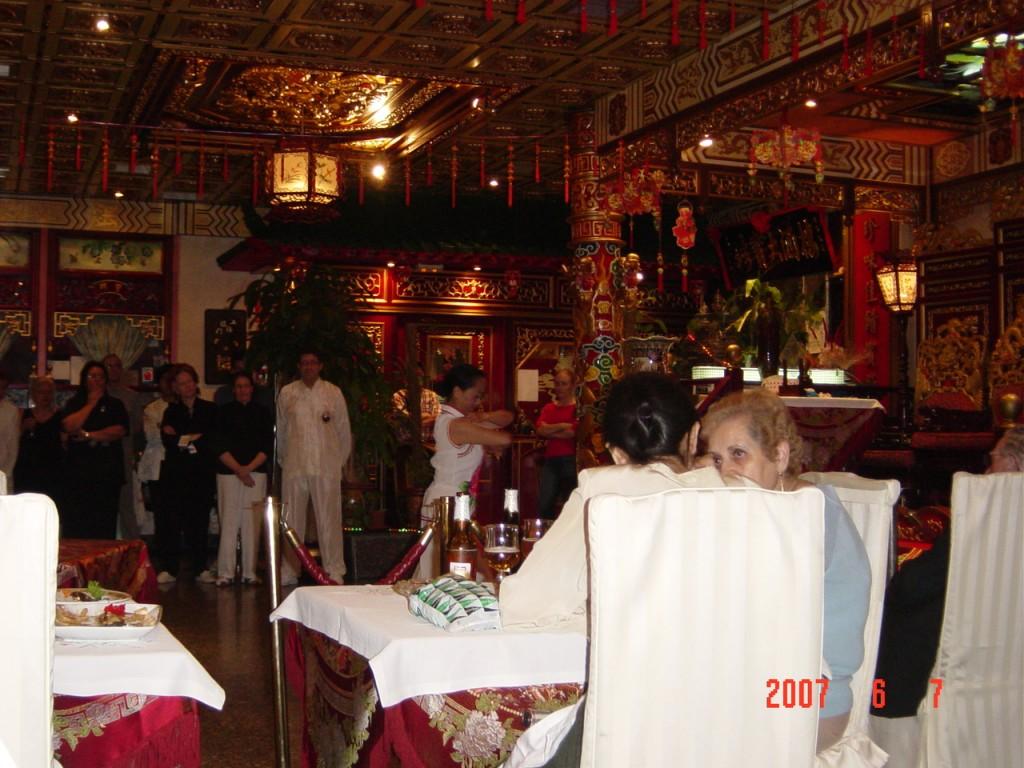 Restaurante Donbom Ana Zaragoza y Angel Fernández de Castro Esperando su Turno
