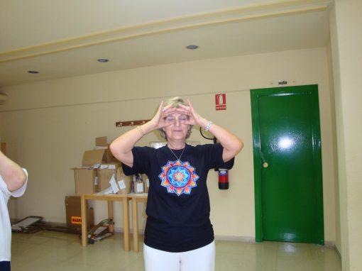 movimiento de longevidad ponerse las gafas de bucear