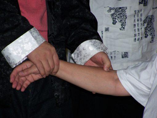 masajeando meridianos brazo